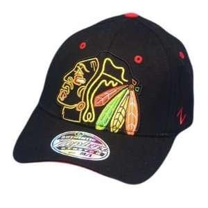 LNH CHICAGO BLACKHAWKS BLACK FLEX FIT MD LG HAT CAP
