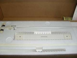 Singer LK140 Light Knitter   Knitting Machine W/Manual