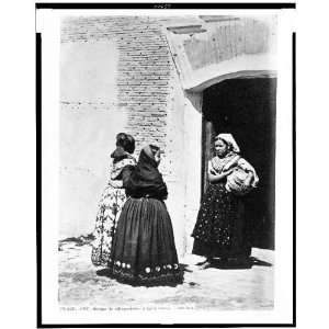 Village women in traditional dress / J. Laurent. Madrid