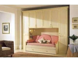 Produzione mobili classici legno on popscreen for Produzione mobili classici
