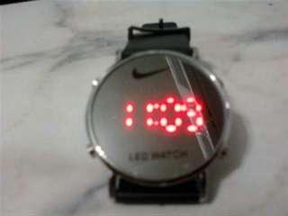 Características del anuncio Reloj deportivo LED en acero inoxidable