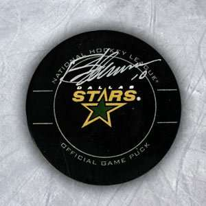 BRENDEN MORROW Dallas Stars SIGNED Official Game PUCK