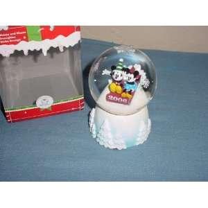 Disney 2006 Mickey & Minnie Snowglobe