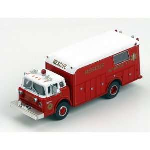 HO RTR Ford Fire Rescue Truck, Bethpage/NY: Toys & Games