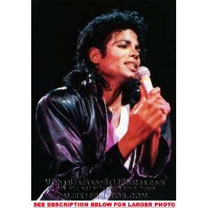 MICHAEL JACKSON DANGEROUS TOUR ON MIC (1) RARE 8x10 FINE